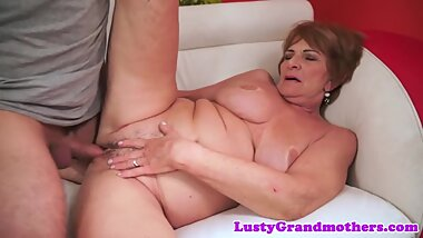 Saggy grandma jizzed on pussy after banging