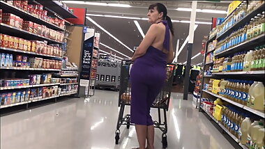 Braless Jiggly PAWG Granny