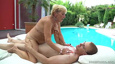 Horny Granny Malya is fucked by Boytoy Jeremy