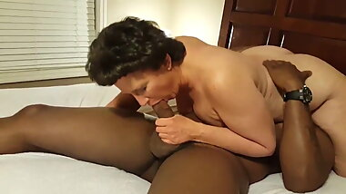 Nympho Mature White Woman needs young cock