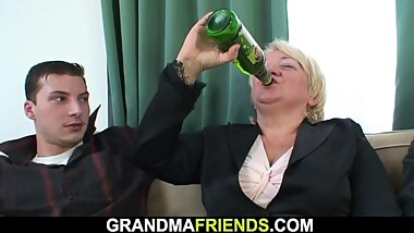 Two buddy fuck d blonde granny from both ends