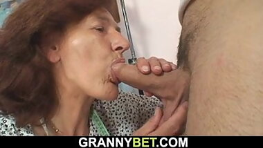Hairy pussy granny gets screwed on the floor