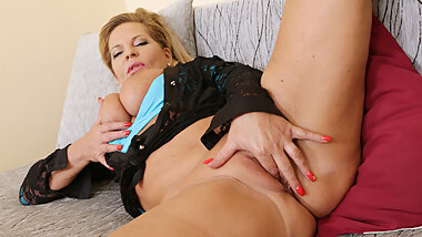 Euro gilf Ellis Shine needs to fulfill her sexual desires
